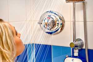 The H2O Shower Power Radio Lets You Sing Without the Shock