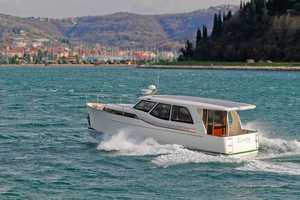 The Greenline 33 Hybrid is the First Non-Emissions Solar Coastal Cruiser