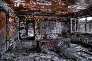 Daniel Reuber Captures Stunning Images of Grafitti Covered Walls