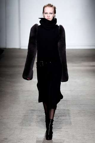 Furry Sleeve Ensembles - The Felipe Oliveira Baptista Fall Line is Full of Dark Colors
