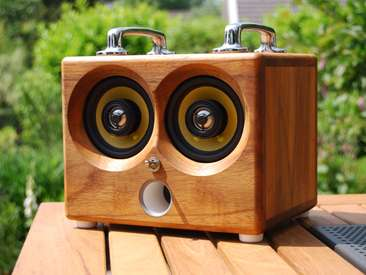 Retrofied iPod Speakers - The Thodio iBox is a Wooden Rechargeable Sound System