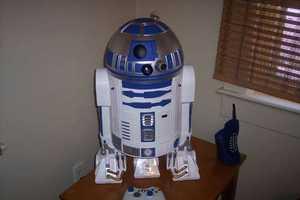 Mark Bongo Creates an R2-D2 Xbox 360 Projector for Star Wars Fans
