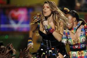 The Fergie LEGO Dress Nerdifies the Nickelodeon Kids' Choice Awards