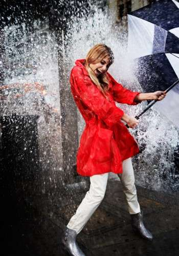 Rained-Out Photoshoots - Elyse Saunders Gets Drenched for Elle Italia April 2011