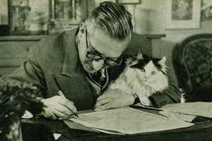 The 'Writers and Kitties' Site Highlights Cuddly Confidantes Through Time