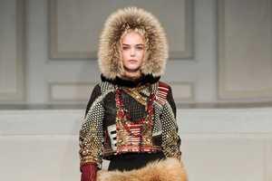 Oscar De La Renta Brings Russian-Inspired Style for Fall 2011