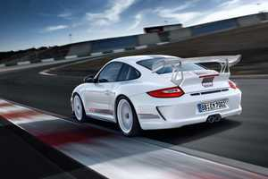 The Porsche GT3 RS 4.0 Offers Consumers a Taste of Racecar Life