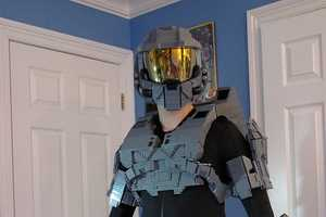 Ben Caulkins Creates a Full Master Chief Uniform Out of LEGO Blocks