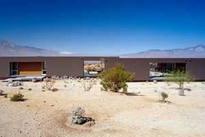 The Desert House by Marmol Radziner Seamlessly Blends Inside and Outside