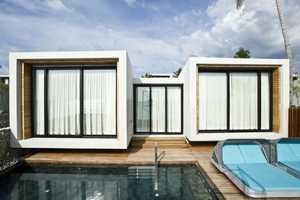 'Casa de la Flora' Brings a Modern Feel to a Tropical Beach Location