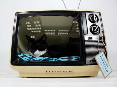 Electronic Pet Cradles - The Upcycled Vintage Sanyo TV Cat Bed is Humorous and Cute
