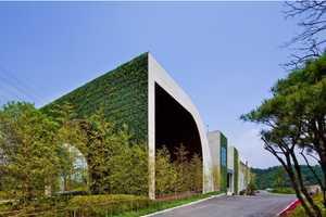 The Green Weaving Golf Club Mimics the Luscious Landscape