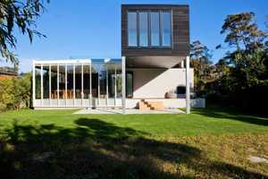 The Dorrington Architects Rutherford House is Great for both Hot and Cold