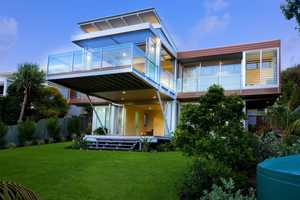 The Robinson Architects Marcus Beach House Lets the Sun Shine Through