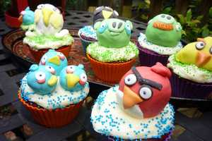 Angry Birds Cupcakes by Dotatdabbled are an Ode to the Addicting Game