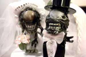 These Alien vs. Predator Wedding Figurines Will Spark Conversation