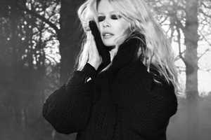 This Claudia Schiffer Cashmere A/W 2011 Shoot Shows Dark Fashions