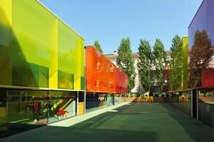 The 'Els Colors Kindergarten' in Spain Juxtaposes Cool Colors