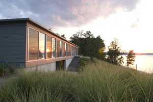 The 'River House' by Ziger/Snead Architects Intersects Landscapes