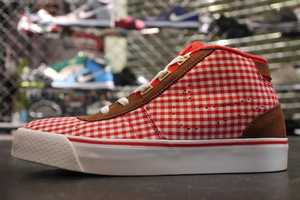 The Nike Hachi Gingham Shoe for Women is Suitable for the Park