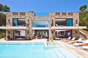 This 32852 Pacific Coast Highway House Offers Opulent Living