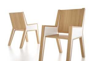 The Outline Chair Has a Closed Line That Focuses on the Framework