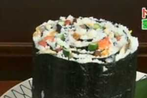 Giant Sushi is Taking Over in Japan Among Diehard Fish Fans