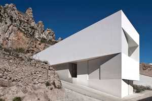 House on the Rocks is a Contemporary Design Among its Natural Settings