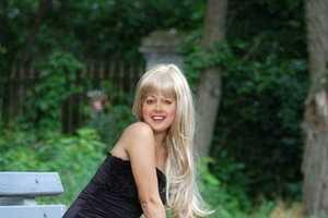 Internet Celeb Linda Robbins Has Over 150