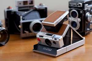 Polaroid SX-70 Vintage Camera Brings Back a Classic for Photographers