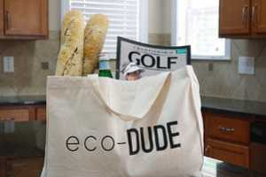 The Fashionable Notes Reusable Market Bags Make for Sustainable Studs