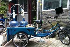 The Water Calligraphy Device Writes Liquid Poetry on Streets
