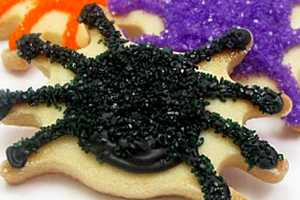 These Sparkly Spider Cookie Designs are Perfect for Halloween
