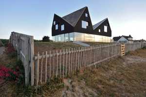 The Dune House Boasts an All-Glass Bottom