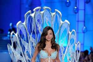 The Victoria's Secret Fashion Show 2011 is Awe-Inspiring