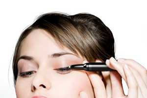 The EasyLiner Concept Ensures Your Eyeliner is Equal Every Time