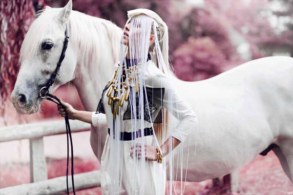 Sultry Horsewoman Pictorials