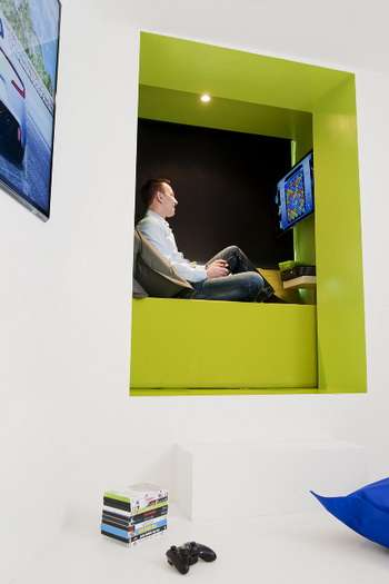 Hi-Tech Gamer Accommodations - Microsoft and Novotel's Room 3120 Offers an Interactive Stay