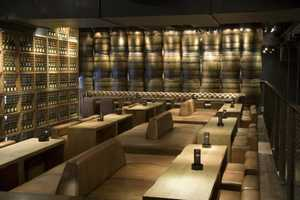 Carbon Bar Offers an Industrial and Contemporary Atmosphere