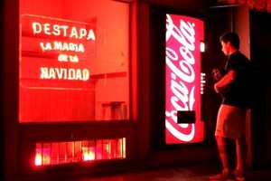 The Coca-Cola Magic Machine Brings the Joy of Xmas to Visitors