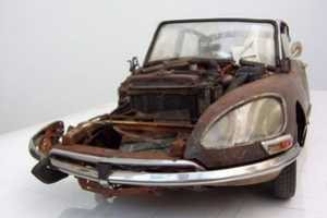 Martin Heukeshoven Makes Detailed Replicas of Rusty Vehicles