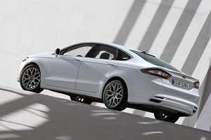 The Ford Fusion 2013 Takes NAIAS 2012 by Storm