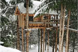 The Treehouse-Style Ecotagnes in the Alps is a Snowy Paradise