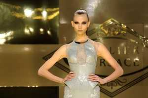 Donatella Returns With Versace Haute Couture Autumn 2012 After Eight Years
