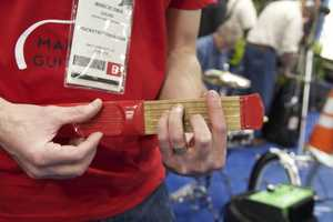 PocketStrings Lets You Have Guitar Training on the Road
