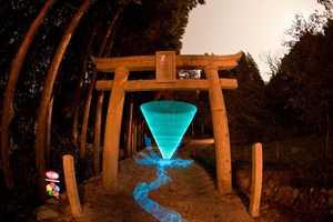 Trevor Williams Creates Mesmerizing Glowing Shapes