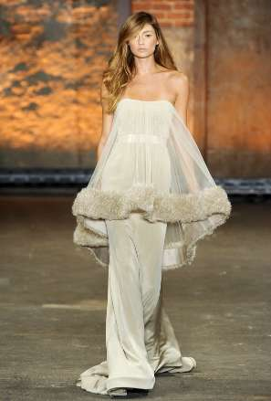 Opulent Overlay Ensembles - The Christian Siriano Spring/Summer Line Flaunts Luxurious Layers