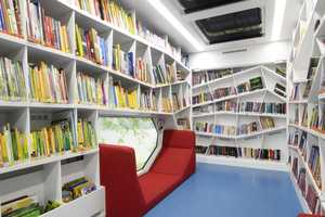 The Robi Rolling Library by Linie Zweii Gives Books to the Poor