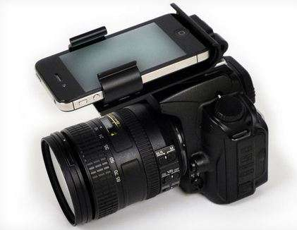 DSLR-Smartphone Hybrids - The HotShoe 'Flash-Dock' Uses the iPhone for Better Shoots
