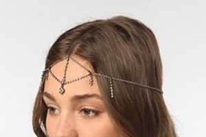 The Urban Outfitters Headdress is Chic and 60s-Inspired